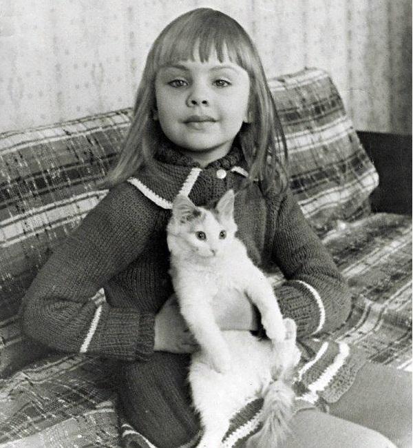 Такой Юлия Гаврикова (Джулия Ванг) была в детстве