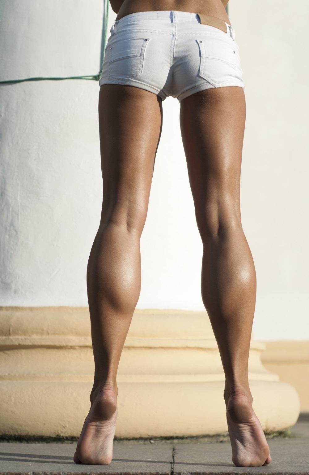 Прямые ноги правильной формы имеют три внутренних контура, напоминающих веретено